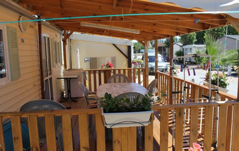 Location de vacances - Bungalow - Mobilhome à Saint-Aygulf - Vue sur la terrasse