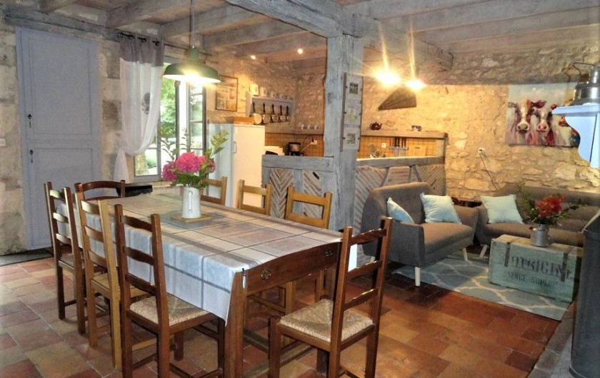 Location de vacances - Gîte à La Sauvetat-du-Dropt - Cuisine/salle à manger/salon
