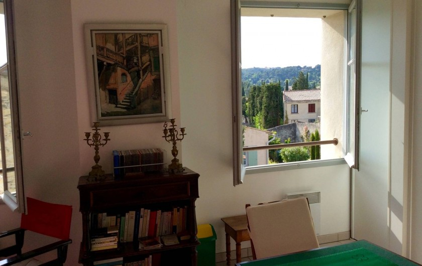 Location de vacances - Studio à Villeneuve-lès-Avignon - Une des 2 fenêtres