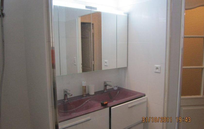 Location de vacances - Appartement à Saint-Raphaël - salle d'eau avec douche italienne