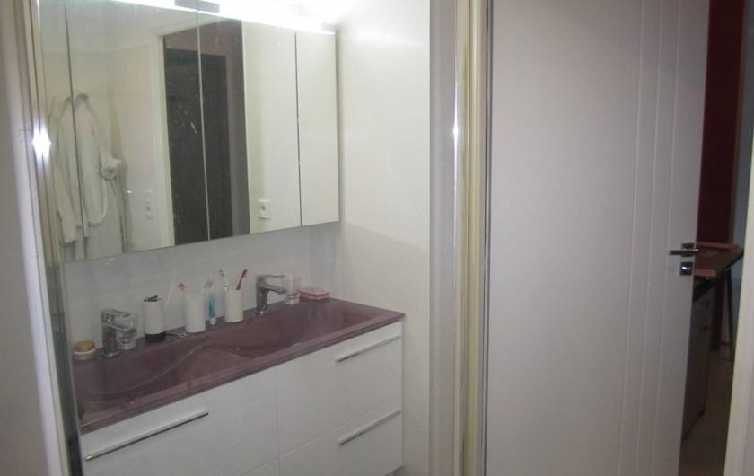 Location de vacances - Appartement à Saint-Raphaël - salle d'eau double vasque