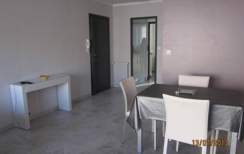 Location de vacances - Appartement à Saint-Raphaël - coin repas du séjour