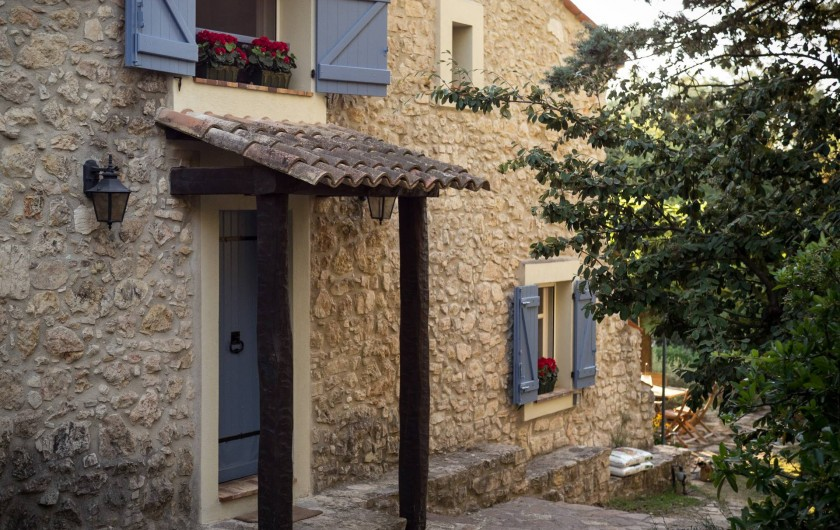 Location de vacances - Mas à Bagnols-en-Forêt - Une des salles de bains. Douche et Bain.