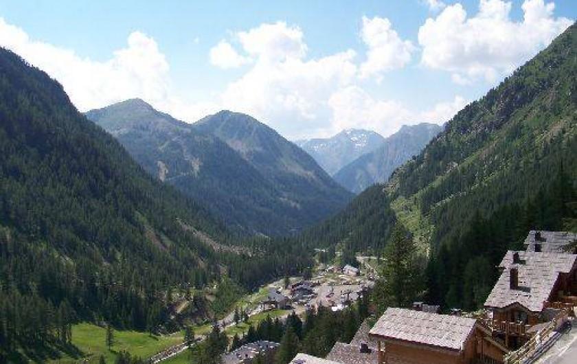 Location de vacances - Studio à Isola - Vue du balcon sur la vallée vers Isola