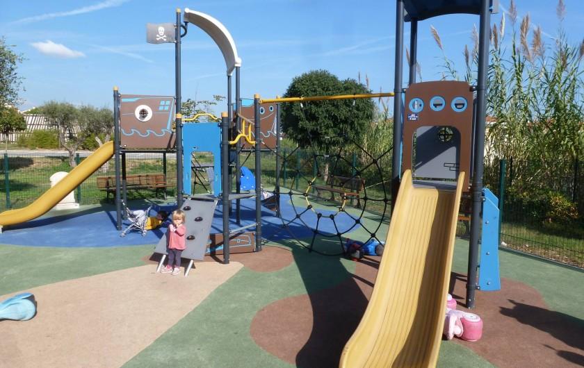 Location de vacances - Appartement à Antibes - Aire de jeux pour les petits à proximité