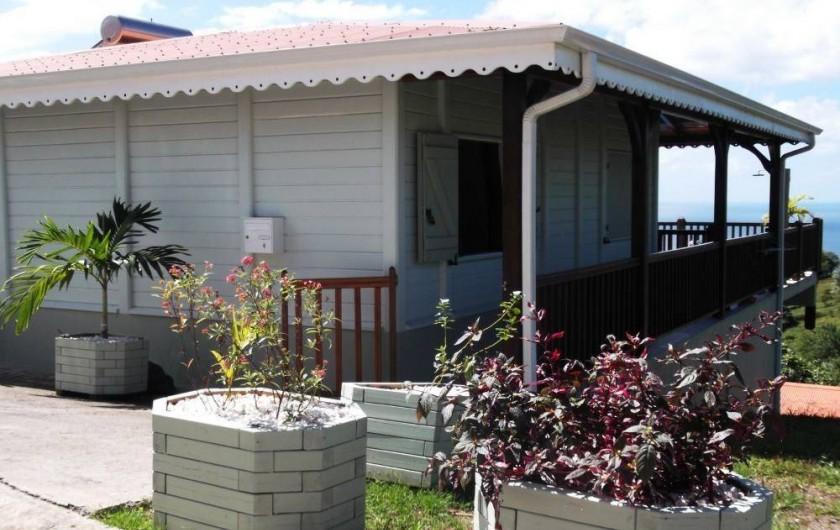 Location de vacances - Villa à Le Carbet - ENTREE DE LA MAISON PARKING PRIVE