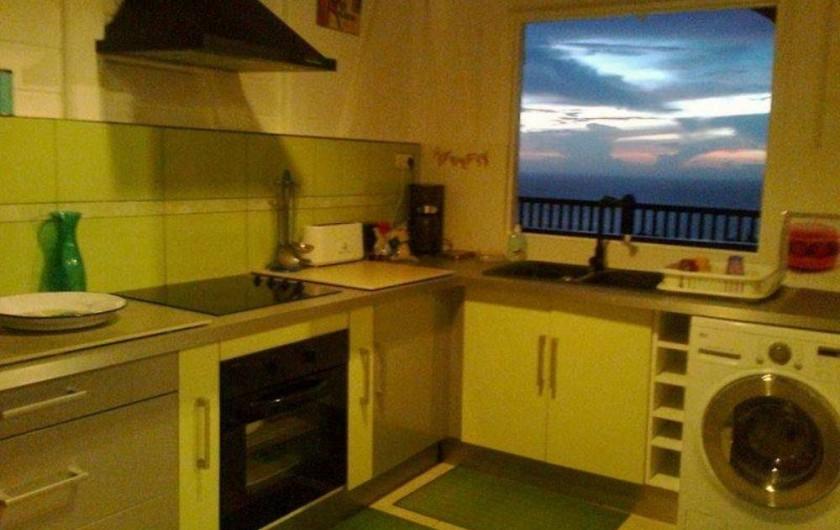Location de vacances - Villa à Le Carbet - CUISINE AVEC COUCHER DE SOLEIL