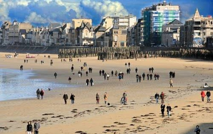 Location de vacances - Maison - Villa à Saint-Malo - La grande plage du Sillon à 5 mn en voiture de la maison.