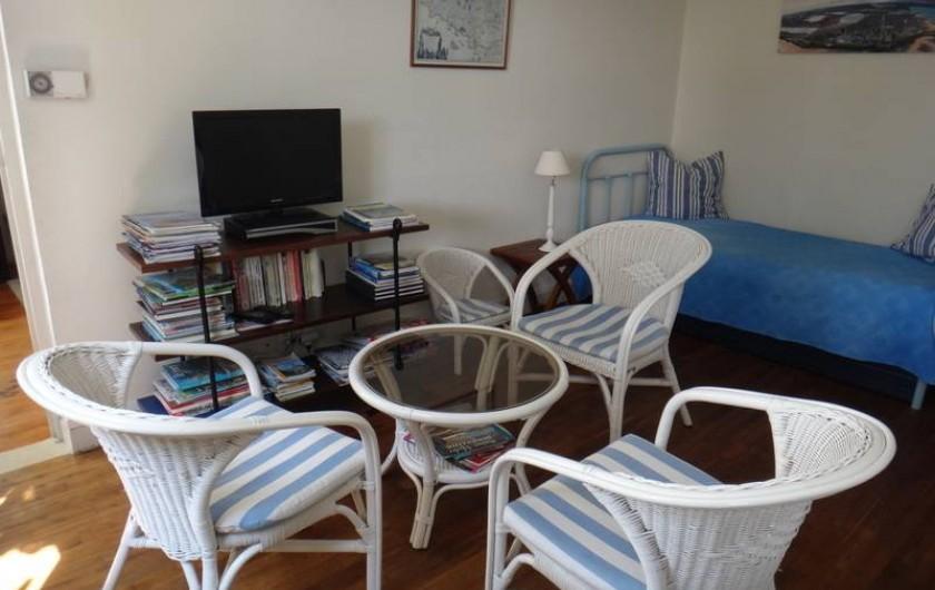 Location de vacances - Maison - Villa à Saint-Malo - Salle de séjour ave couchage d'appoint