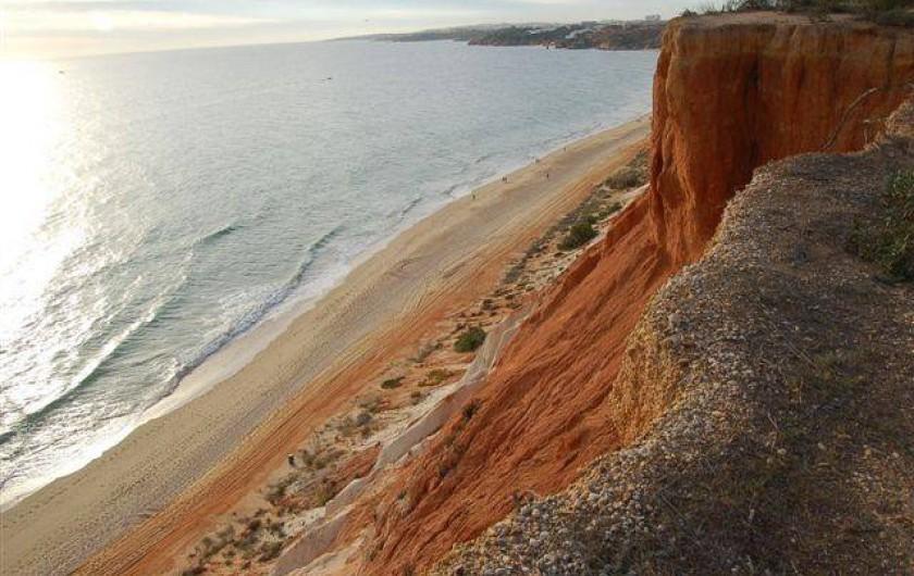 Location de vacances - Villa à Porches - Falesia : l'une des immenses plages des environs