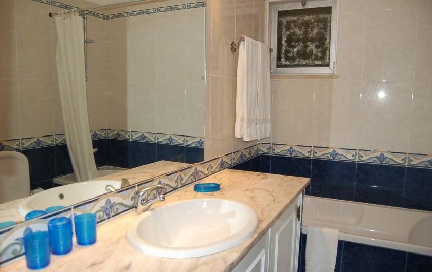 Location de vacances - Villa à Porches - Salle de bains attenante à la chambre principale (en-suite)