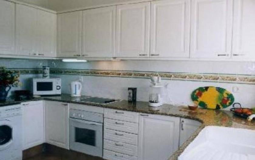 Location de vacances - Villa à Porches - Cuisine avec lave vaisselle et lave linge
