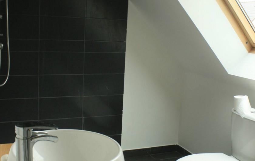 Location de vacances - Maison - Villa à Pluneret - salle de bain de l'étage