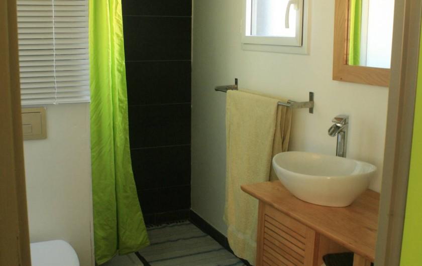 Location de vacances - Maison - Villa à Pluneret - salle de bain du rdc