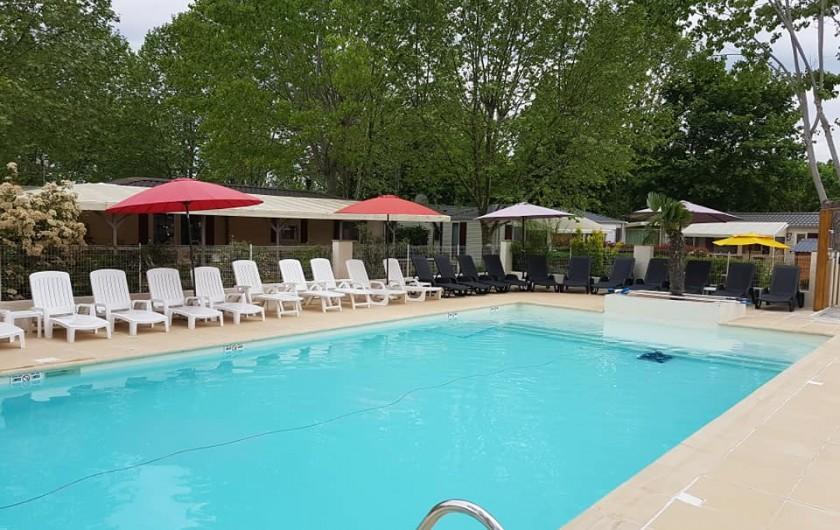 Location de vacances - Bungalow - Mobilhome à Tourrettes - PISCINE AVEC MISE A DISPOSITION GRACIEUSEMENT DES TRANSATS