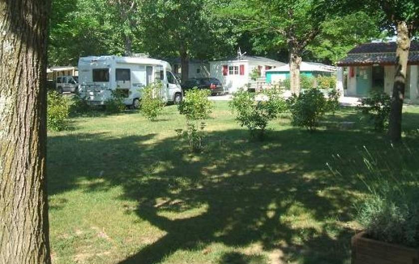 Location de vacances - Bungalow - Mobilhome à Tourrettes - EMPLACEMENTS OMBRAGES TENTES,CARAVANES ET CAMPINGS-CAR