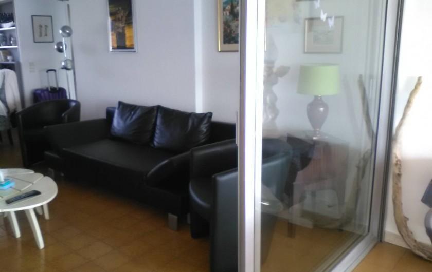 Location de vacances - Appartement à Cannes la Bocca - Salon, vue de la terrasse