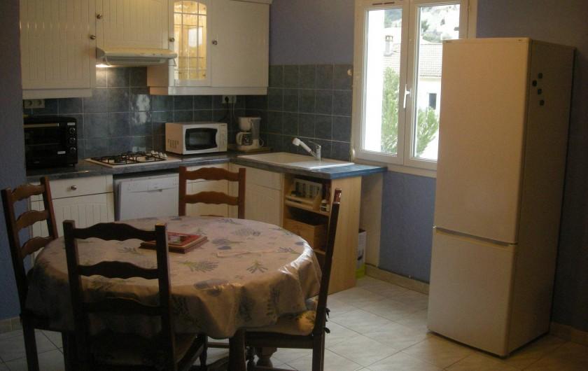 Location de vacances - Studio à Roquefort-la-Bédoule - Vue cuisine
