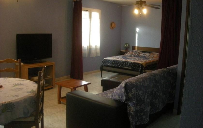 Location de vacances - Studio à Roquefort-la-Bédoule - Vue salon et coin nuit