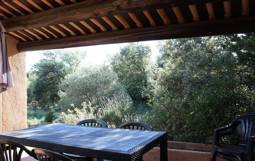 Location de vacances - Villa à Cucuron - Terrasse couverte