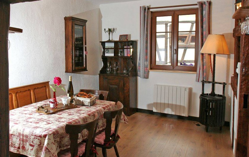 Location de vacances - Gîte à Eguisheim - Séjour - vue exceptionnelle sur le Pigeonnier et les Remparts