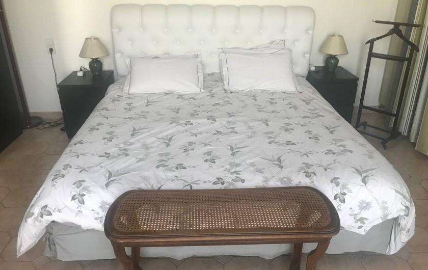 Location de vacances - Chambre d'hôtes à Sète - Grand lit en 180