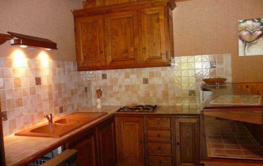 Location de vacances - Maison - Villa à Sainte-Énimie - La cuisine ouverte toute équipée