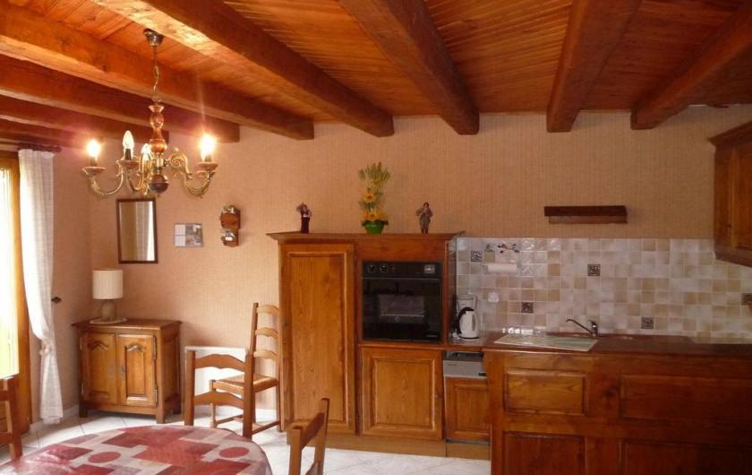 Location de vacances - Maison - Villa à Sainte-Énimie - Salle à Manger avec la cuisine ouverte