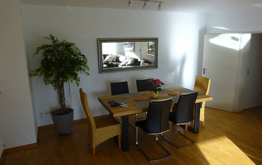 Location de vacances - Appartement à Linz - Table à manger dans le Salon