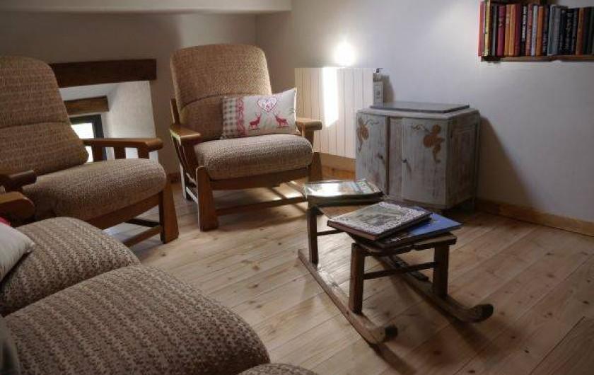 Location de vacances - Gîte à La Rosière - coin détente lecture ,tv écran plat,dvd,