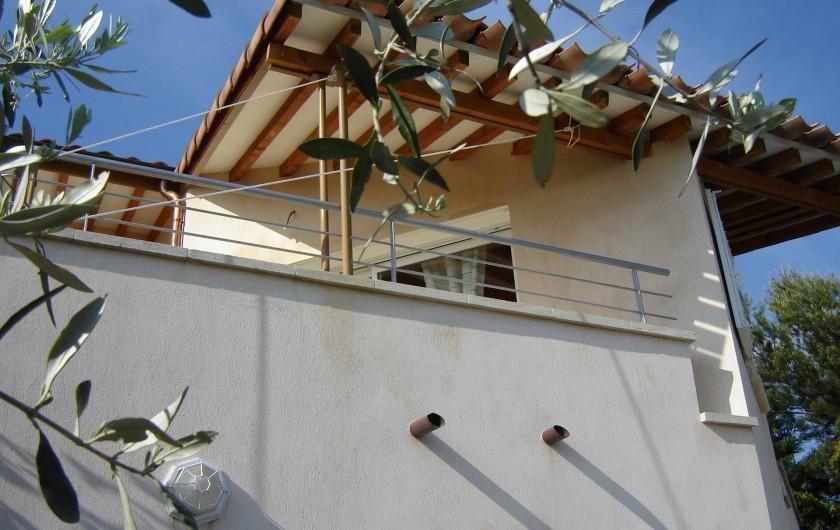 Location de vacances - Appartement à Le Barroux - La location vue de la cour