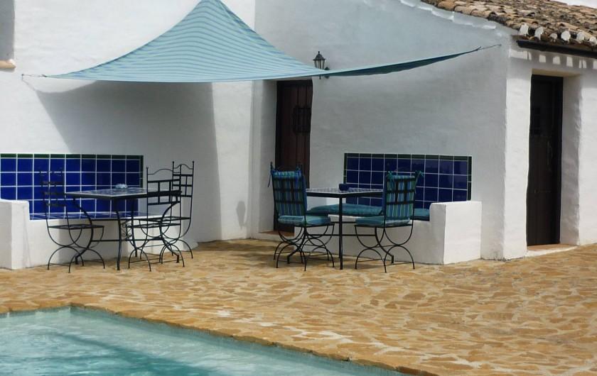 Location de vacances - Gîte à Fuentes de Cesna - On peut pique-niquer au bord de la piscine, Cortijo las Rosas