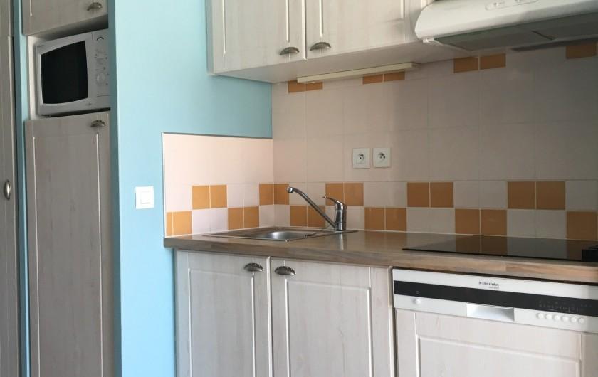 Location de vacances - Villa à Quend Plage - cuisine equipée- plaques electriques lave vaiselle