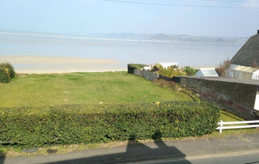 Location de vacances - Villa à Plestin-les-Grèves - vue de la chambre N°1 qui donne sur la mer