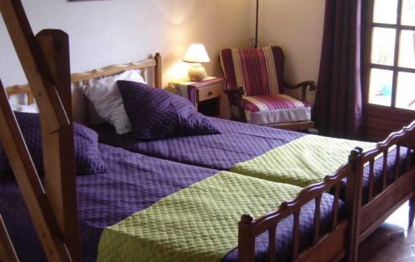 """Location de vacances - Villa à Saint-Julien-de-Cassagnas - La chambre """" lavandes """""""