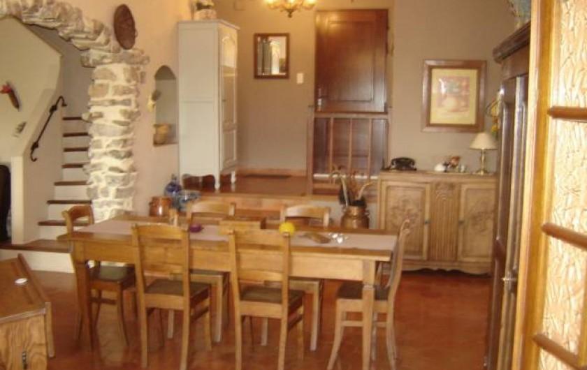 Location de vacances - Villa à Saint-Julien-de-Cassagnas - La salle à manger