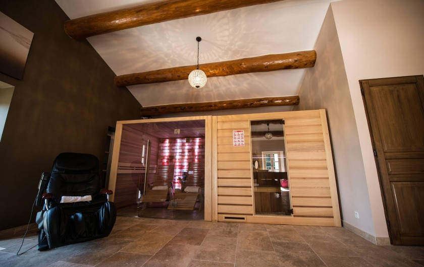 Location de vacances - Mas à Grillon - Salle de détente avec grotte à sel et sauna