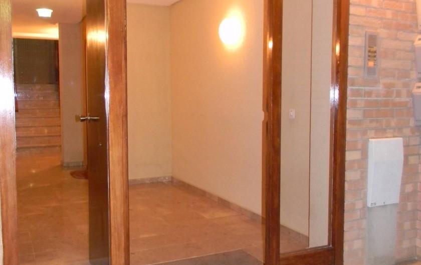 Location de vacances - Appartement à Llançà - entrée de l'immeuble