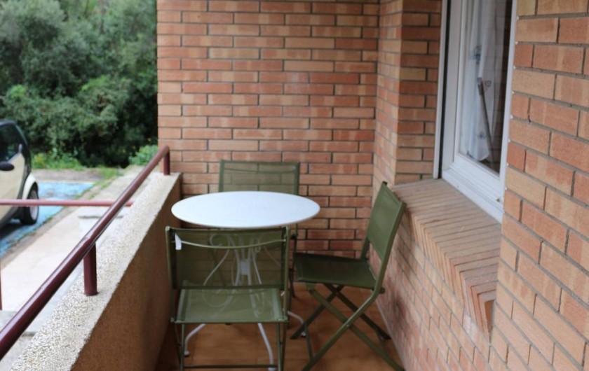 Location de vacances - Appartement à Llançà - Balcon attenant à la S à Manger avec meubles de jardin, 4 chaises, 1 table.