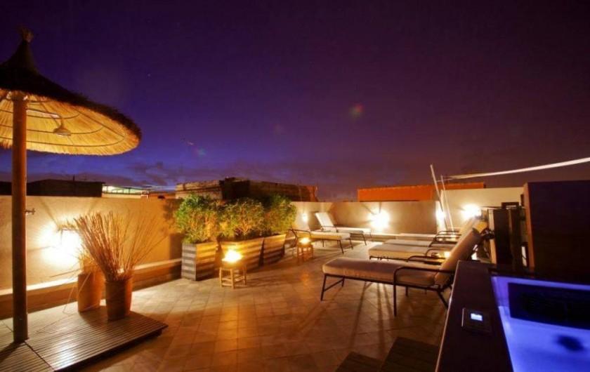 Location de vacances - Riad à Marrakech - Terrasse coin repos avec jacuzzi