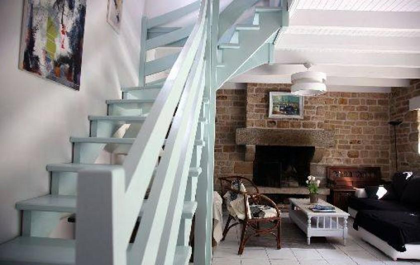 Location de vacances - Gîte à Fouesnant - Une grande cheminée sur les coin salon