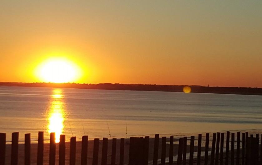 Location de vacances - Gîte à Fouesnant - Couché de soleil sur la plage de Kerler tout près de la Mer Blanche