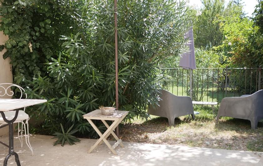 Location de vacances - Gîte à L'Isle-sur-la-Sorgue - derrière le portillon, notre jardin