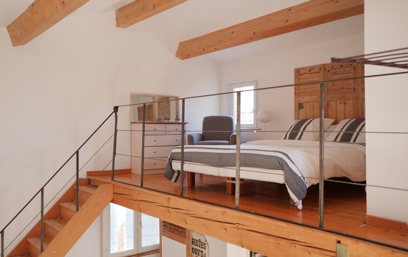 Location de vacances - Gîte à L'Isle-sur-la-Sorgue - Lit double sur mezzanine