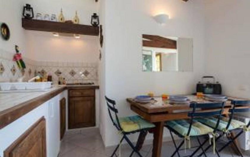Location de vacances - Studio à Cagnes-sur-Mer - Vue du petit coin de la cuisine du studio Francy