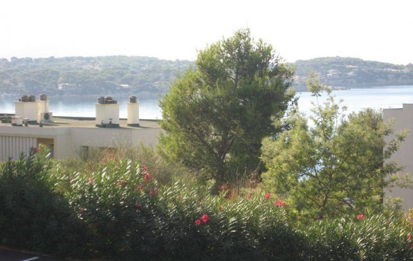 Location de vacances - Appartement à Bandol - échappée sur la mer, vue de la véranda