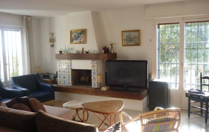 Location de vacances - Appartement à Alicante - le salon, avec balcon ouest (et beaux couchers de soleil !)