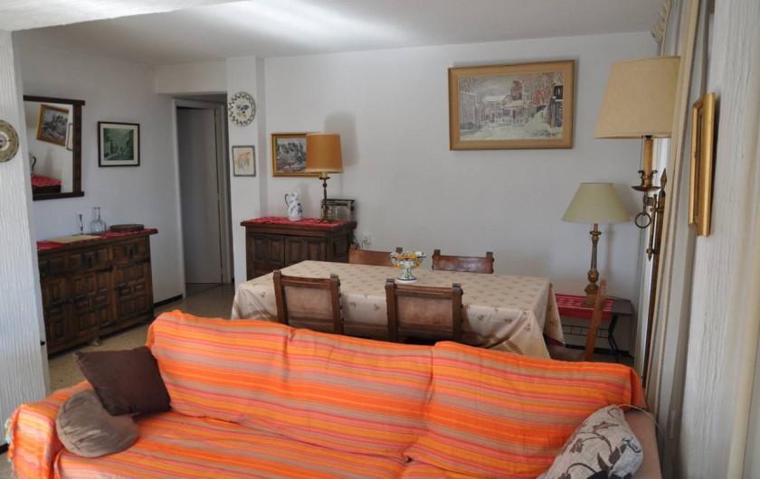 Location de vacances - Appartement à Alicante - Salle à manger et salon. Ouverture sur terrasse sud, et balcon ouest.