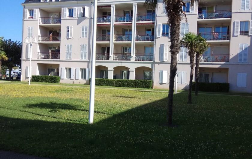 Location de vacances - Studio à Rochefort - vue  de la façade, le studio est au RDC au milieu