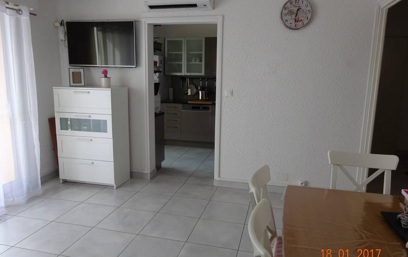 Location de vacances - Appartement à Lunel - Apt pouvant accueillir 12 pers. table à rallonges,